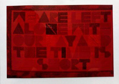 1972 | 240 x 150 cm | handgesponnene Wolle, Schrift geknüpft | WE ARE LEFT ALONE WITH OUR DAY AND THE TIME IS SHORT | W.H. Auden | Wir sind allein mit dem Tag und die Zeit ist kurz | Besitz: Hofmann, Offenbach