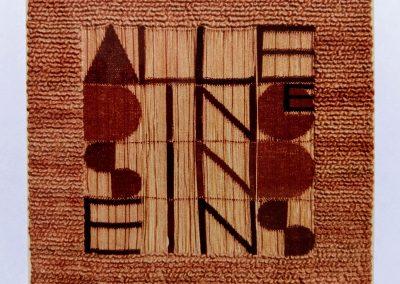 1971 - 105 x 100 cm - Wolle und frei hängende Kettfäden / Text: ALLE DINGE SIND EINS (Meister Eckhardt)
